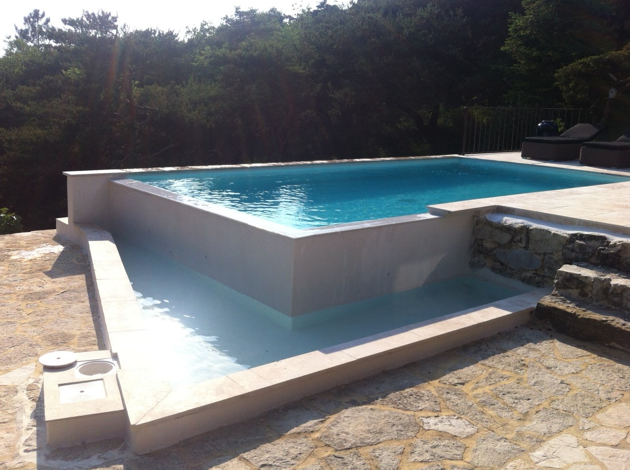 Photos de r alisations secteur dr me ard che avec accord mo for Construction piscine debordement